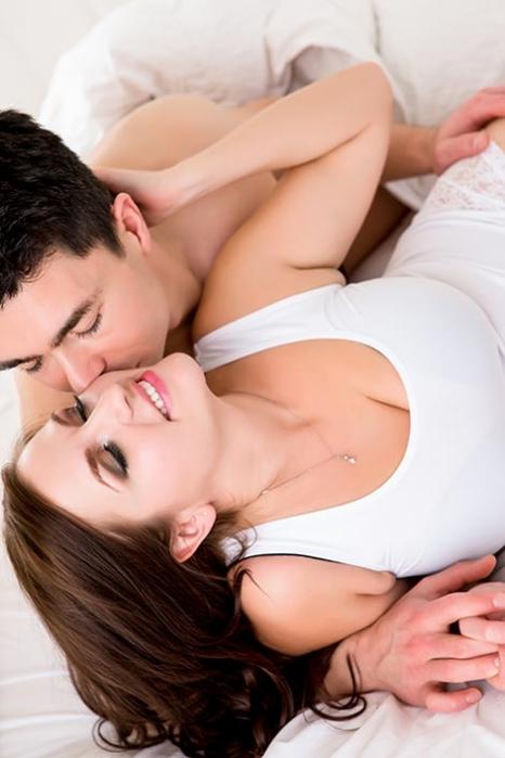 boudoir-couple-kissing.jpg