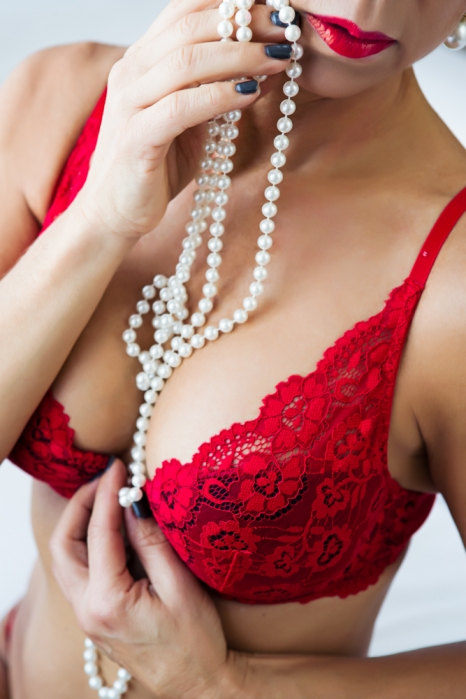 bra and pearls - boudoir session